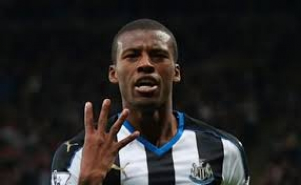 Georginio Wijnaldum: Liverpool sign Newcastle United man in big money move